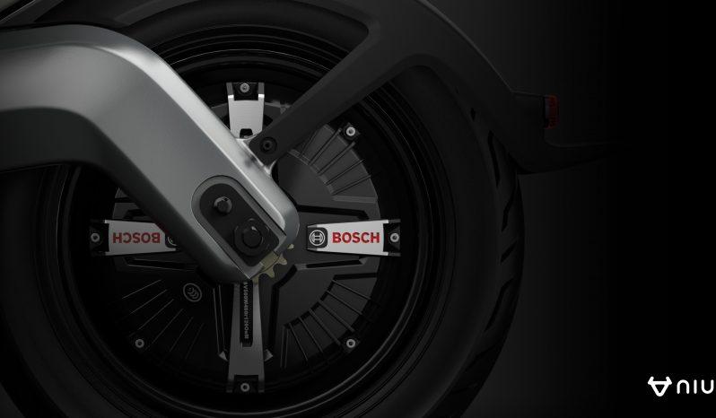 NIU M-Pro Elektro-Roller voll