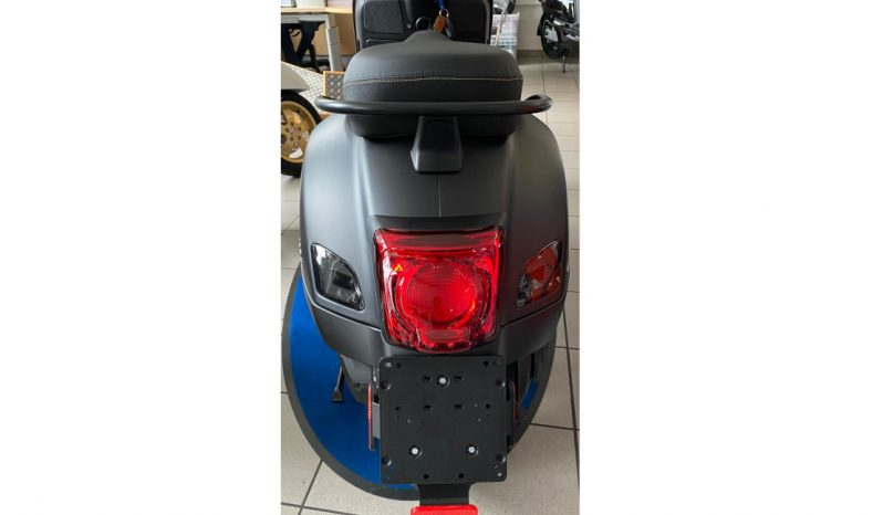 Vespa GTS SuperTech 300 hpe ABS/ASR 'Black Forest Limited Edition' full